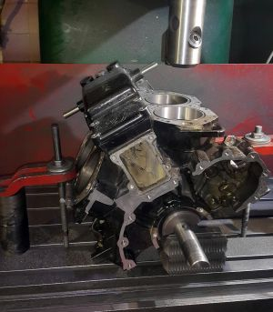 silnik V zaburtowy 2T
